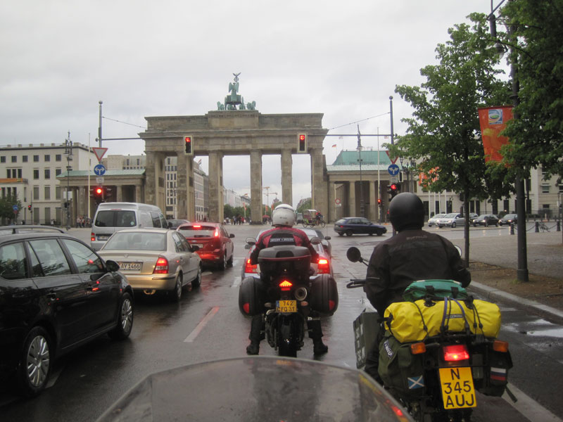 Approaching the Brandenburg Gate in the rain …
